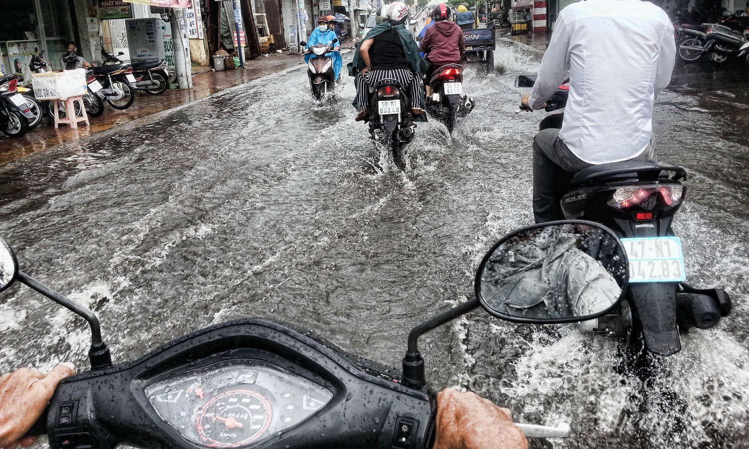 tour, phone, motorbike, saigon, rain